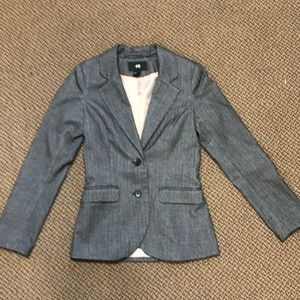 Gray fitted blazer with elbow pads